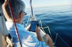 Tablet-Computer auf Boot Stockbild