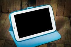 Tablet-Computer auf hölzernem Hintergrund Lizenzfreie Stockfotografie