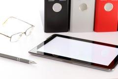 Tablet-Computer auf Schreibtisch Lizenzfreie Stockbilder