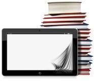 Tablet-Computer mit Seiten und Büchern Stockbild