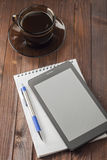 Tablet computer is on notepad with a pen, Royalty Free Stock Photos
