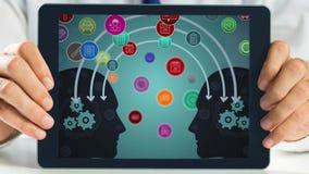 Tablet, das Ikonen zeigt stock footage