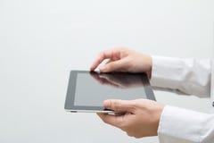tablet för PC för affärshandman Arkivbild