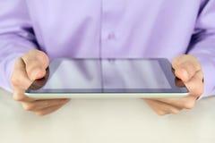tablet för affärsmanholdingPC Arkivbilder