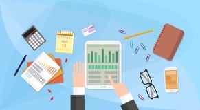Tablet-Finanzdiagramm-Geschäftsmann-Handtouch Screen Finger, Geschäftsmann-Documents Office Desk-Geschäftsmann Stockbild