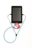 Tablet het luisteren puls rode hartstethoscoop - op witte backgrond Royalty-vrije Stock Foto's