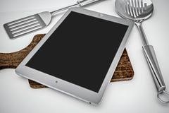 Tablet in keuken Stock Fotografie