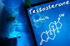 Tablet met de chemische formule van testosteron stock illustratie