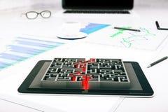 Tablet met labyrint Royalty-vrije Stock Afbeeldingen