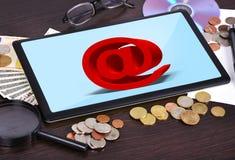 Tablet met postsymbool Royalty-vrije Stock Fotografie