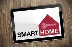 Tablet met slim huis stock foto's