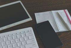 Tablet met toetsenbord en smartphone stock foto's