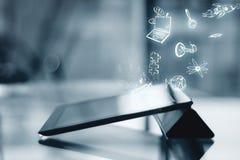 Tablet mit Bildungsskizze Stockbilder