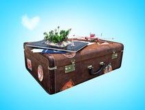 Tablet mit tropischer Herz-förmiger Insel auf Schirm, Flugzeug und Pass mit Bordkarten auf Weinlesekoffer stock abbildung