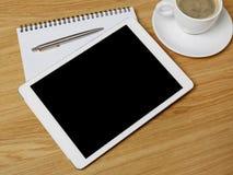 Tablet, Notizbuch und Kaffee Lizenzfreie Stockfotos