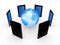 Tablet PC alrededor del globo. Fotos de archivo