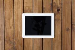 Tablet-PC auf dem hölzernen Schreibtisch Stockbilder
