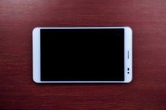 Tablet-PC auf hölzernem Hintergrund Stockbild