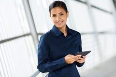 Tablet pc incorporado do trabalhador Foto de Stock Royalty Free
