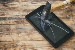 Tablet pc martelado quebrado Foto de Stock