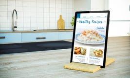 tablet PC mit gesundem Rezeptblogschirm auf kochender Insel an stockfotos