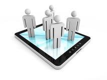 Tablet-PC mit Leute-Gruppen-Ikonen Konzept der globalen Kommunikationen Stockfoto