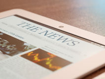 Tablet PC with newspaper app Royalty Free Stock Photos