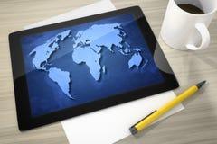 Tablet-PC am Tisch lizenzfreie abbildung