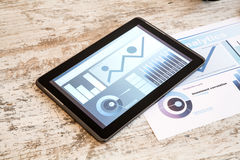 Tablet PC y Analytics del negocio Fotos de archivo libres de regalías