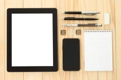 Tablet PC y teléfono elegante con las fuentes de dirección de la escuela Foto de archivo