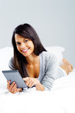 Tablet reading woman Royalty Free Stock Photos