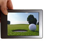 Tablet und Golfloch Stockfoto