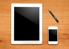 Tablet und Telefon mit Stift Stockfoto