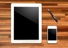 Tablet und Telefon mit Stift Lizenzfreies Stockbild