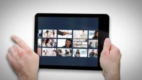 Tableta animada que exhibe los vídeos sobre negocio