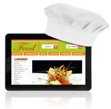 Tableta con el sombrero del cocinero y la plantilla del sitio web de la receta Imagenes de archivo