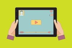 Tableta con el vídeo en la pantalla Imagen de archivo libre de regalías
