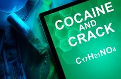 Tableta con la fórmula química de la cocaína y de la grieta Fotos de archivo libres de regalías
