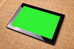 Tableta con la pantalla verde Fotos de archivo libres de regalías