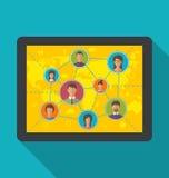 Tableta con los usuarios sociales de la red y de la amistad Imagenes de archivo