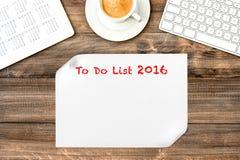 Tableta de Digitaces con el calendario Para hacer la lista 2016 Escritorio de oficina Foto de archivo libre de regalías