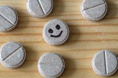 Tableta de la alegría rodeada por otras tabletas fotografía de archivo