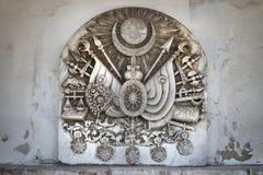 Tableta de piedra con el tughra del sultán y del escudo de armas del imperio otomano dentro del palacio de Topkapi, Estambul, Tur imágenes de archivo libres de regalías