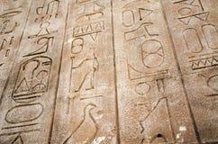 Tableta de piedra con Hieroglphics foto de archivo libre de regalías