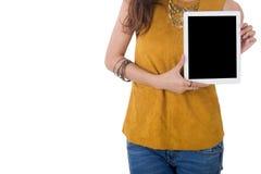 Tableta del ordenador del control de la mujer de negocios aislada en el fondo blanco Imagen de archivo libre de regalías