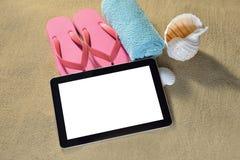 Tableta en la playa Foto de archivo