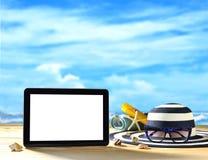 Tableta en la playa Imágenes de archivo libres de regalías