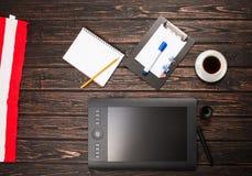 Tableta gráfica y accesorios Foto de archivo libre de regalías