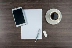 Tableta, papel, borrador y lápiz mecánico con café Imagen de archivo libre de regalías