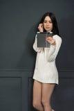 Tableta que escucha de la muchacha Fotografía de archivo libre de regalías